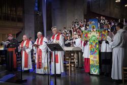 La croix de Lund lors de la commémoration de la Réforme à Lund en présence de l'Evêque Munib Younan, Président de la FLM et le Pape François.