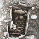 Tombe d'un adolescent ayant vécu 4000 ans avant notre ère.