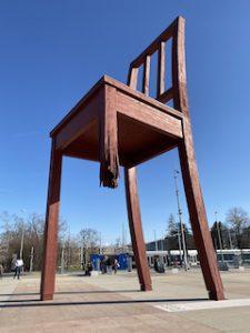 La Broken Chair di Ginevra